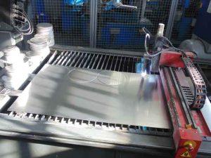 Máquina de corte por plasma de control numérico 01